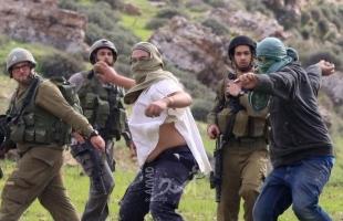 مستوطنون يعتدون بالضرب على مواطن من سوسيا جنوب الخليل