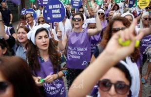 """تركيا: """"النساء  يقرعن الأواني"""".. احتجاجًا على معاهدة منع العنف.. والرئاسة التركية تصدر بيان"""