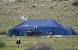 مستوطنون ينصبون خيمة جنوب نابلس وجيش الاحتلال يهدم خيمة ويستولي على معدات بالخليل
