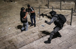 مواجهات عنيفة بعد اقتحام المستوطنين لحي الشيخ جراح بالقدس المحتلة - فيديو