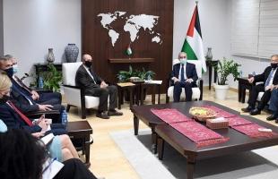 اشتية يطلب من المبعوث الامريكي وقف العدوان على غزة
