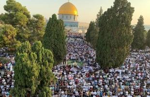 """(100) ألف شخصاً يؤدون صلاة """"عيد الأضحى"""" بالمسجد الأقصى- صور"""