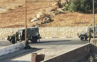 قوات الاحتلال تغلق البوابة الرئيسية لمدرسة الساوية -اللبن الثانوية في نابلس