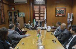 بلدية غزة تبحث مع شركة الاتصالات تعزيز التعاون المشترك