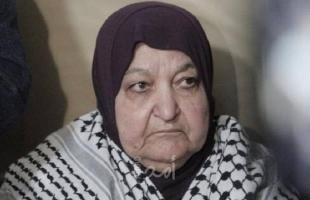 سلطات الاحتلال تمنع والدة الأسير ناصر أبو حميد من زيارته