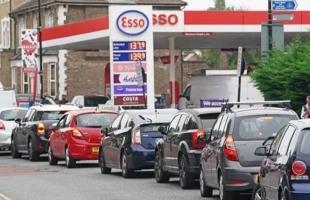 استمرار أزمة طوابير الوقود في بريطانيا .. ووزير النقل ينفي