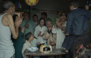 """مجموعة من الفنانين يغادرون صالة السينما بعد عرض فيلم """"ريش"""": يسيء لمصر"""