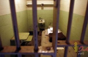 مصلحة سجون الاحتلال تنقل (3) قيادات من الحركة الأسيرة للعزل الإنفرادي
