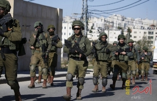 """جيش الاحتلال يشن حملة عسكرية في مخيم """"الأمعري"""" ويعتقل مواطنين خلال مواجهات رام الله"""