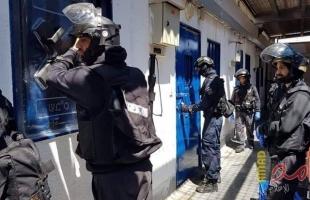 """نادي الأسير: قوات القمع تقتحم قسم (22) في سجن """"عوفر"""""""