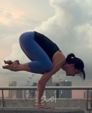 الاحتفال باليوم العالمي لليوجا على ارتفاع 18 ألف قدم - فيديو