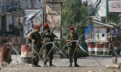 """بالفيديو- مصادر لـ """"أمد"""": اشتباكات مسلحة في """"عين الحلوة"""" بلبنان..وحركة نزوح من المخيم"""