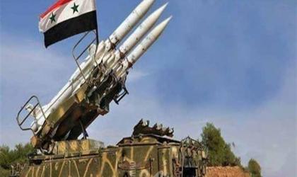 الدفاعات الجوية السورية تتصدى لأجسام غريبة في سماء القنيطرة