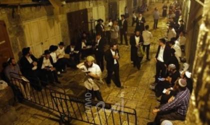بالفيديو.. جيش الاحتلال يعتدي على المشاركين بمسيرة منددة باقتحام المستوطنين للمسجد الأقصى