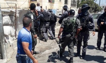 بلدية الخليل تَستنكر اعتداء جنود الاحتلال على موظفيها في تل الرميدة