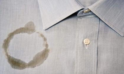 5 حلول سحرية لإزالة بقع الزيت من الملابس .. تعرفى