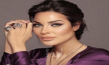 نادين نسيب نجيم تخطف الأنظار.. إطلالة جميلة بالجينز!