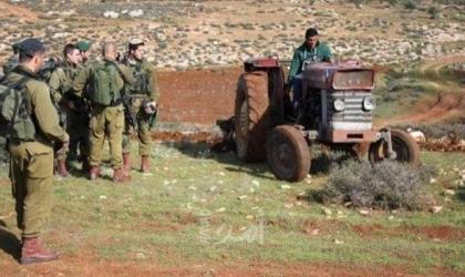 الخليل: جيش الاحتلال يهدم غرفة زراعية وبئر مياه