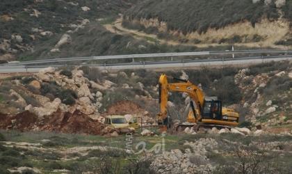 سلفيت: قوات الاحتلال تجرف مساحات واسعة من أراضي بلدتي بروقين وكفر الديك
