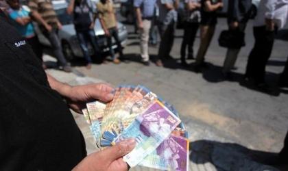 """مالية غزة تعلن صرف رواتب موظفيها """"الاثنين"""""""