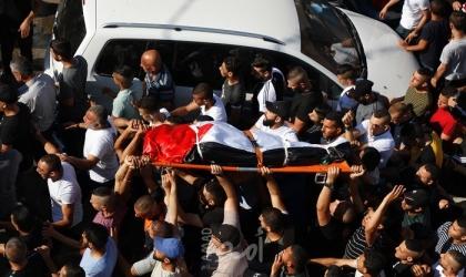 """جماهير جنين تشيع جثمان الشهيدة """"سمودي"""" وسط غضب شعبي- صور"""