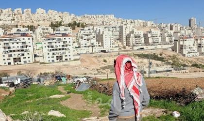 """صحيفة عبرية: هكذا تتباهى إسرائيل بوقف المساعدات الأوروبية للفلسطينيين في منطقة """" ج """""""