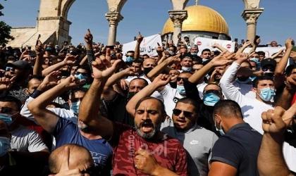 بالصور .. آلاف الفلسطينيين ينتفضون في الاقصى رفضًا للإساءة للنبي محمد عليه السلام والاسلام