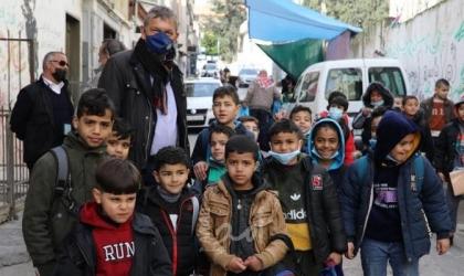 المفوض العام للأونروا يزور مخيمي عسكر وبلاطة بالضفة