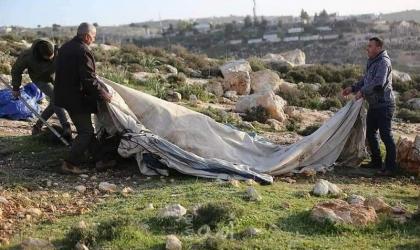 نابلس: قوات الاحتلال تهدم وتستولي على خيام لخمس عائلات شرق بلدة بيت فوريك
