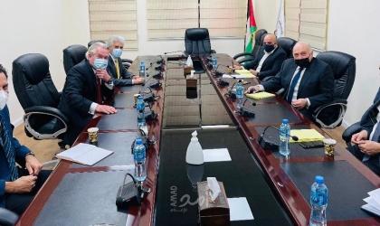 وزير المالية يناقش الوضع المالي مع المبعوث الأممي لعملية السلام