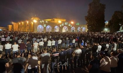 نحو 70 ألف مصلٍ يؤدون العشاء والتراويح في رحاب المسجد الأقصى