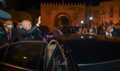 الرئيس التونسي سعيد يحتفل مع شعبه في شارع بورقيبة بالقرارت الثورية الأخيرة– صور وفيديو