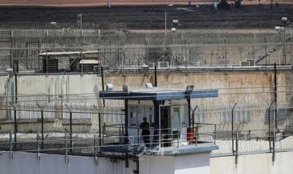 """يديعوت: تقديم لائحة اتهام لـ(5) سجناء ساعدوا أسرى """"جلبوع"""" في عملية """"العبور الكبير"""""""