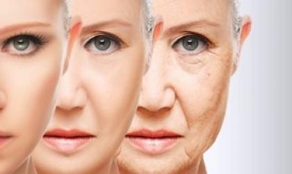"""أسباب """"كرمشة"""" الجلد مع التقدم فى السن"""