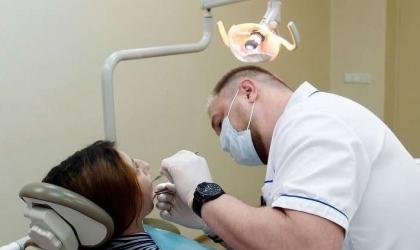 5 مشاكل صحية تتطلب الذهاب لطبيب الأسنان فورا
