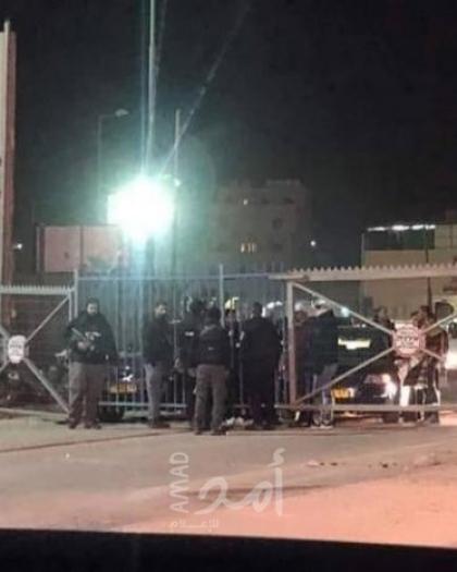 اندلاع مواجهات بين شبان وقوات الاحتلال على حاجز قلنديا شمال القدس المحتلة