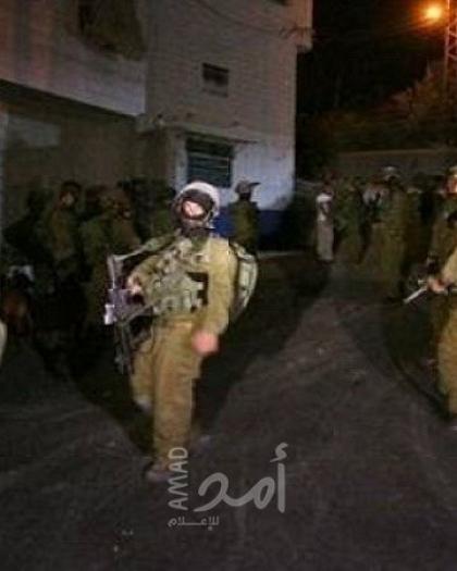 قوات الاحتلال تعتقل (18) مواطناً وتقتحم شرق نابلس في الضفة الغربية