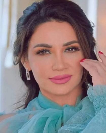 اللبنانية ديانا حداد تخضع لعملية جراحية بالمعدة .. شاهد