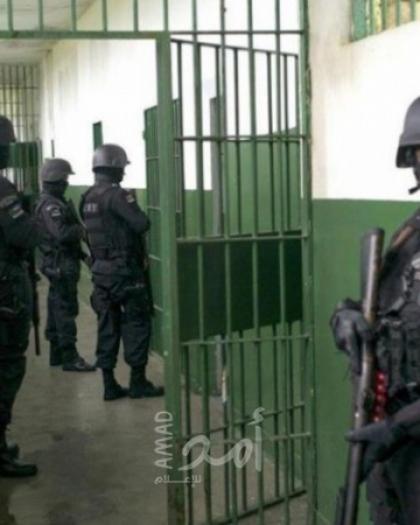 وحدات القمع الإسرائيلية تقتحم قسم 4 في سجن رامون