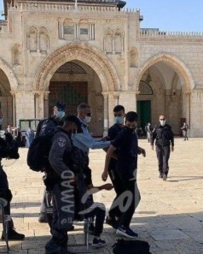 قوات الاحتلال تعتقل 3 شبان وفتاة وتقتحم مصلى باب الرحمة