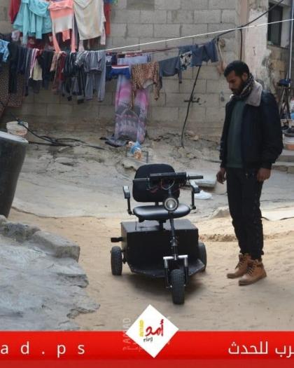 أبو ريدة يصنع من الخردة سيارات كهربائية لمساعدة كبار السن وذوي الإعاقة- فيديو وصور
