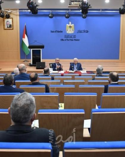 اشتية يقدم تقرير الأداء الحكومي خلال حضور عباس مجلس الوزراء