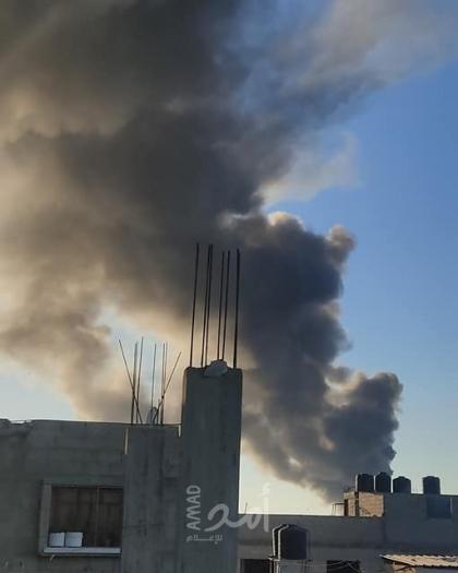 غزة: الدفاع المدني يعمل على إخماد حريق هائل اندلع في مخازن شمال غرب بيت لاهيا